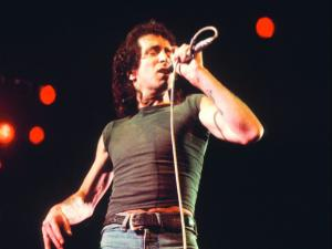Bon Scott: Rocker, roller, right out-of-controller. Μέχρι το τέλος.